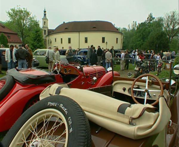 Soutěž elegance historických vozidel v Roztokách u Prahy