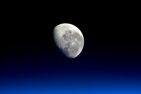 Měsíc: Naše brána do vesmíru